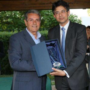 Giammario Sbranchella, Vice Presidente ICCI, con Manish Prabhat, Console Generale India a Milano nel 2015